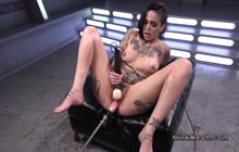 Sexy tattooed babe Leigh Raven machine fucking till she squirts